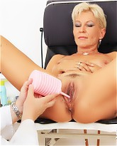 Ellen gets her mature hole test spiced up with extras